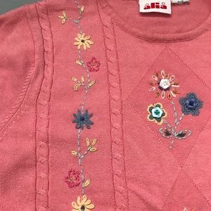 Short sleeve light sweater with floral embroidery
